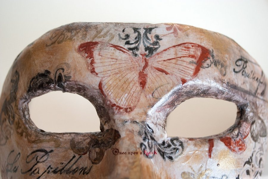 antifaz de mujer vintage con mariposas
