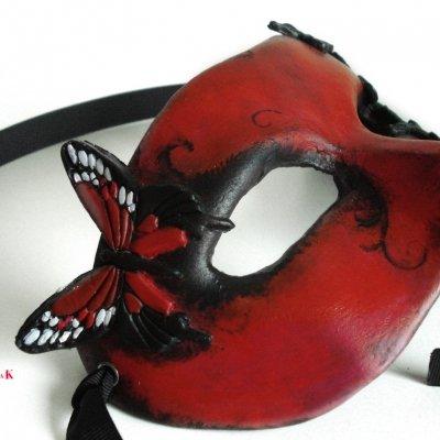 antifaz de mujer gotico rojo con mariposas