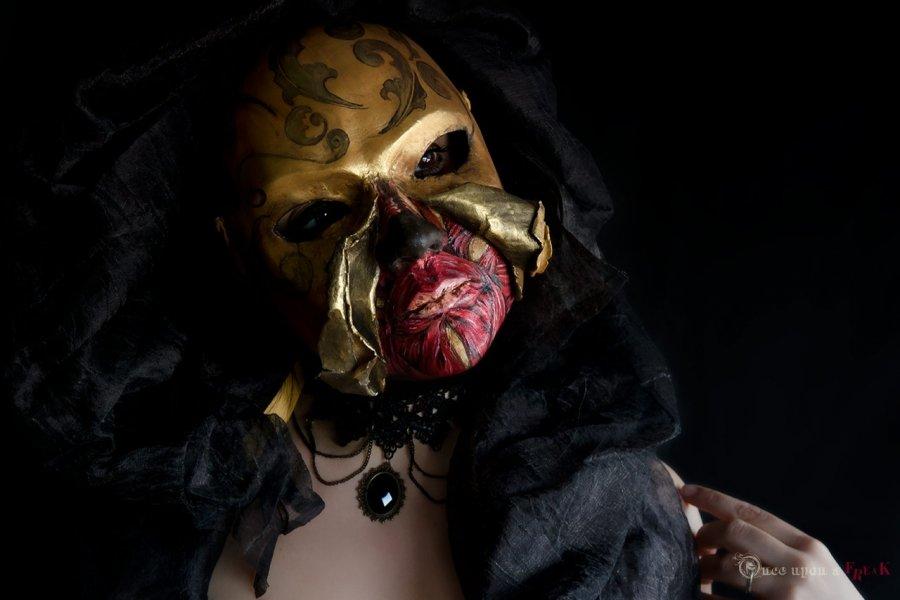 mascara veneciana mujer despellejada halloween