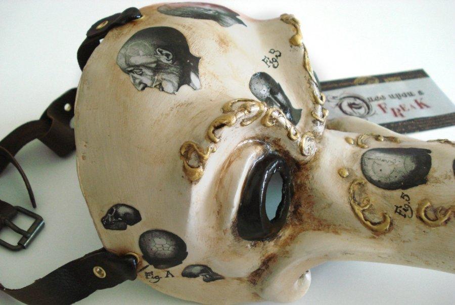 mascara del medico de la peste de estilo victoriano con grabados de frenologia