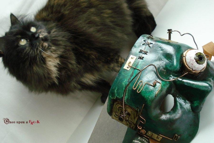 máscara steampunk frankenstein y nuestra gata persa