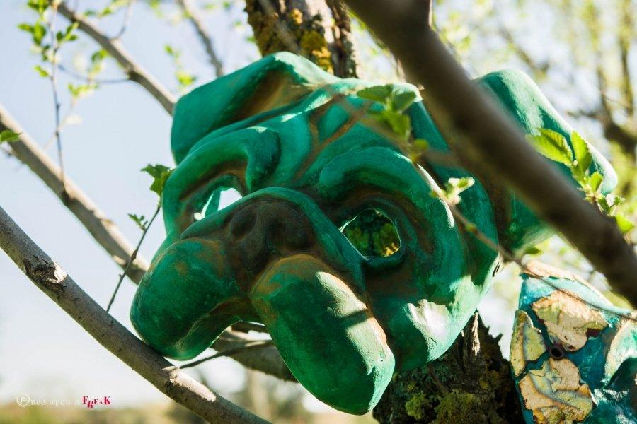 mascara veneciana de perro carlino estilo industrial