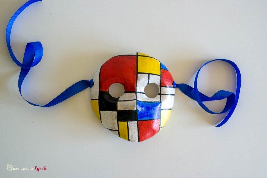 mascara de moretta inspirada en el cuadro de piet mondrian