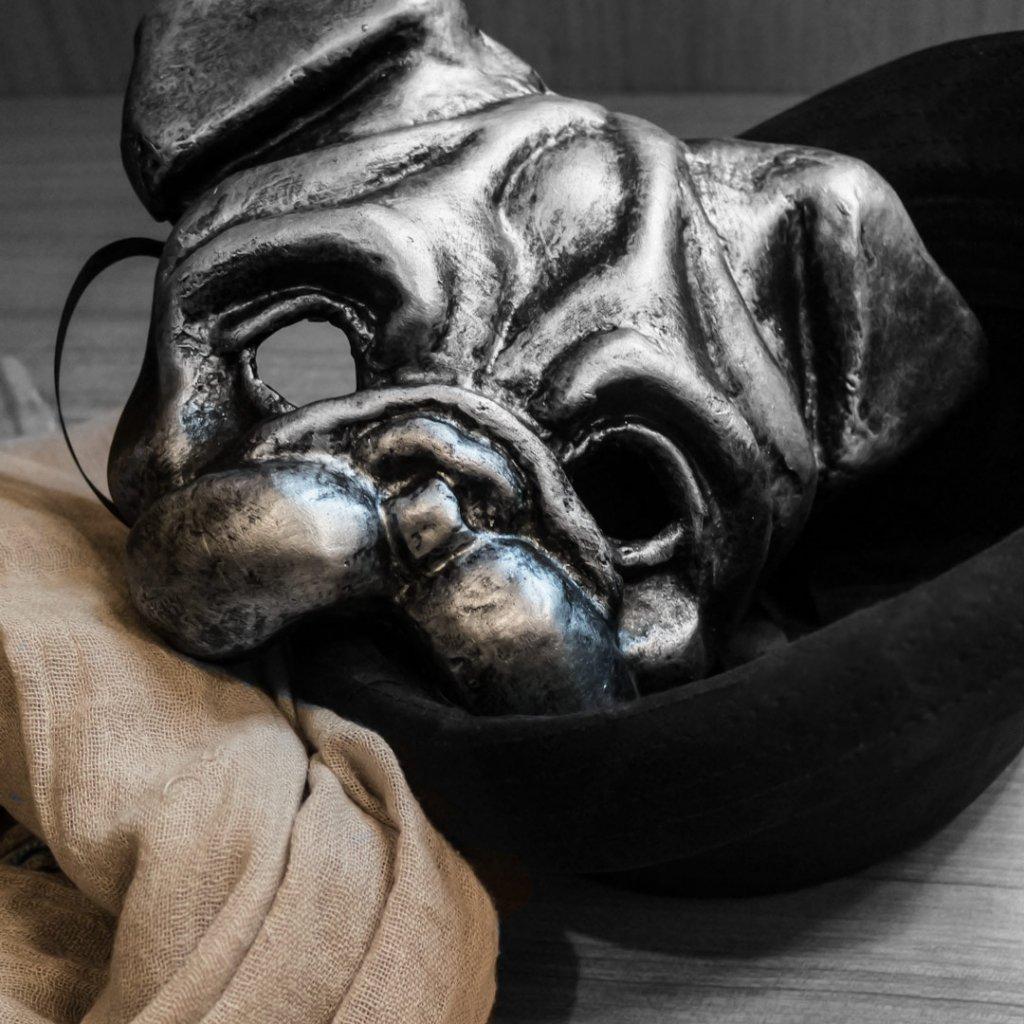 mascaras venecianas de perro raza carlino
